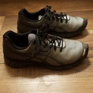 Asics gel athletic shoes